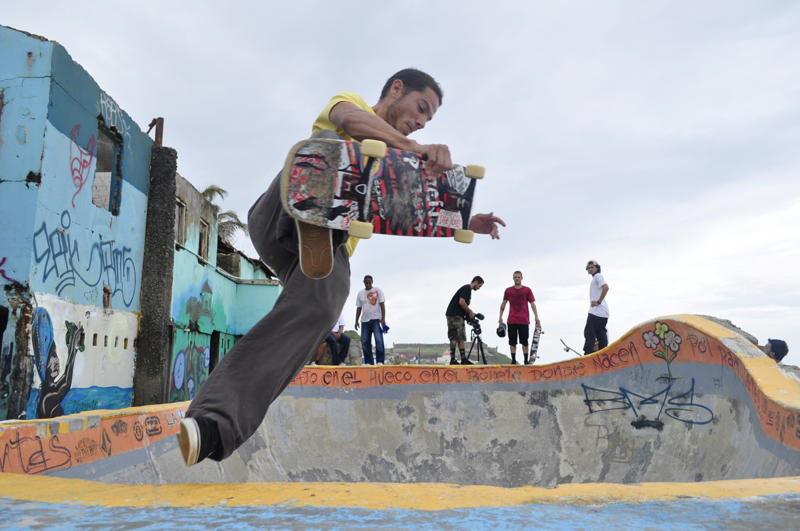 Chemi Rosado-Seijo la Perla skateboarder